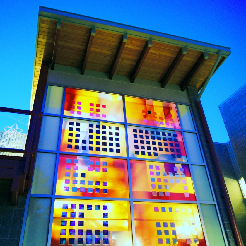 01_Sarah Hall_solar art glass_Grass Valley Elementary School_exterior_photo credit Sarah Hall Studio